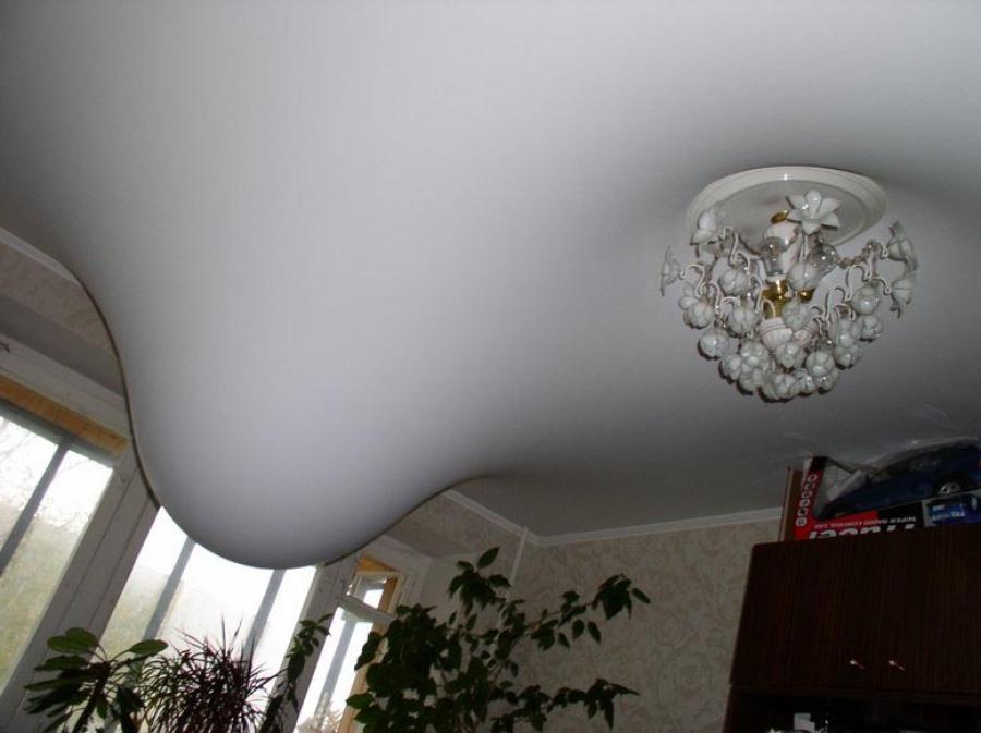 протечка воды с потолка